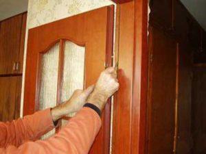 Монтаж межкомнатных дверей